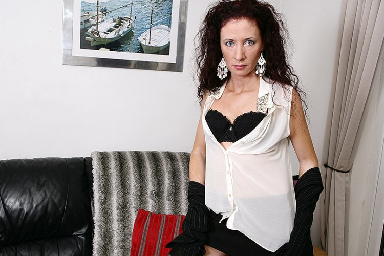 Naughty housewife getting wet and wild | Free Mature.nl